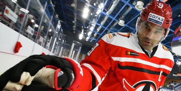 Клуб форварда сборной Казахстана Доуса выиграл третий подряд матч в плей-офф КХЛ