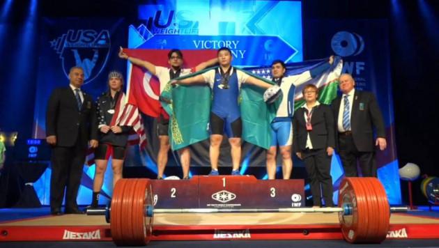 Все пять казахстанских тяжелоатлетов завоевали золотые медали на юношеском ЧМ в Лас-Вегасе