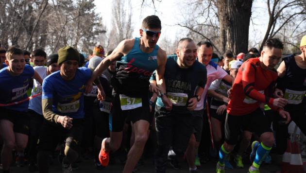 1200 бегунов вышли на старт Весеннего забега в Алматы