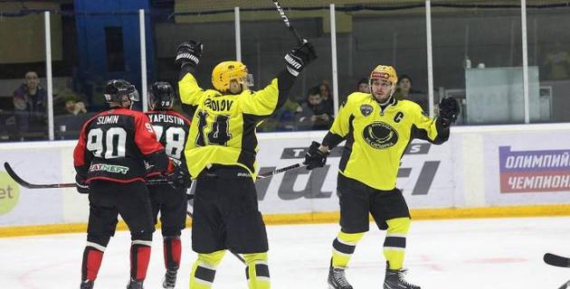 """""""Сарыарка"""" одержала вторую победу в матче с 11 шайбами и сравняла счет в серии плей-офф ВХЛ"""