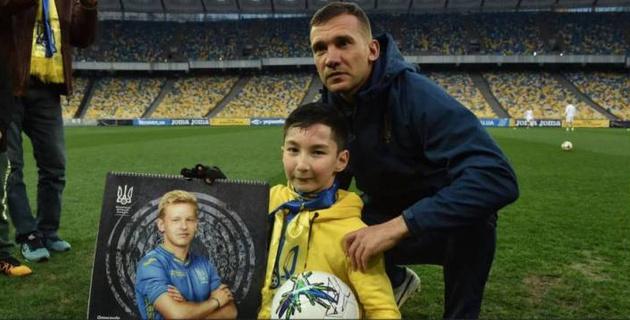 Казахстанский мальчик Али встретился с Шевченко и украинскими футболистами