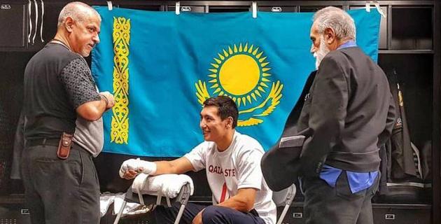 """""""По поясу в каждой руке и с флагом на плечах"""". Алимханулы - о настрое на бой за титулы WBC и WBO"""