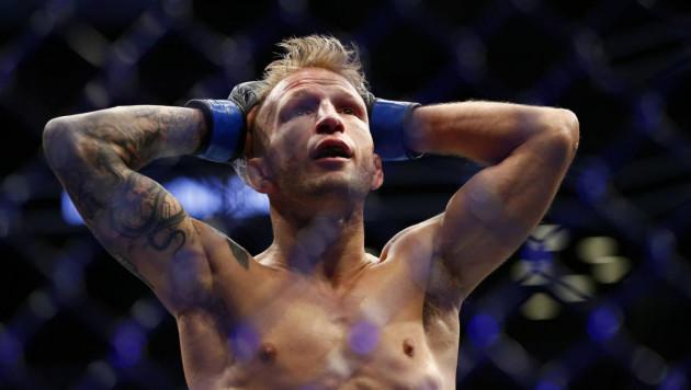 Чемпион UFC попался на допинге и отказался от титула