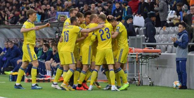 Сборная Казахстана по футболу обыгрывает Шотландию после первого тайма в матче отбора на Евро-2020