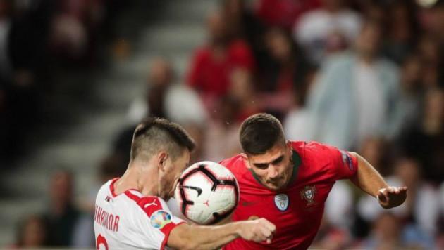 """Футболист """"Астаны"""" сыграл рукой и отговорил судью назначать пенальти в матче отбора на Евро-2020"""