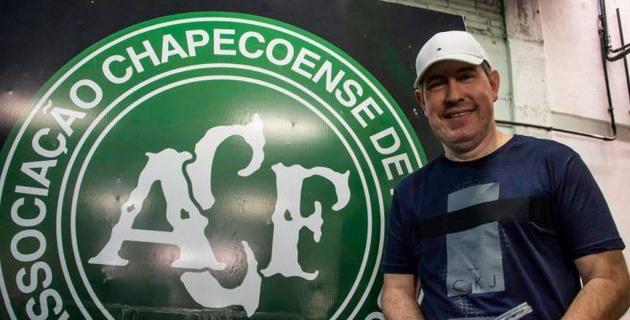 """Выживший при крушении самолета """"Шапекоэнсе"""" журналист умер на футбольном поле"""