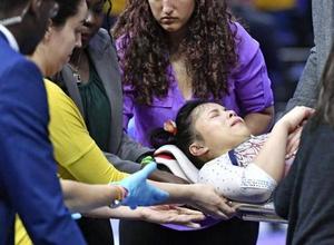 Гимнастка сломала обе ноги при приземлении и завершила карьеру