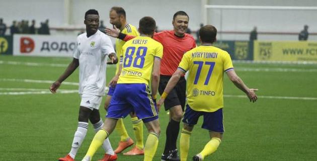 В матче чемпионата Казахстана по футболу не засчитали гол прямым ударом с углового
