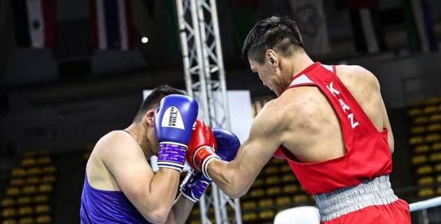 "Победивший ""Монстра"" из Узбекистана казахстанец за 20 секунд оформил выход в финал ЧА по боксу"