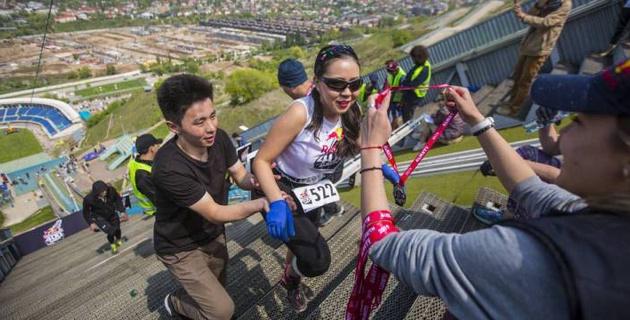 Казахстан открыл рекордами мировую серию вертикальных забегов Red Bull 400