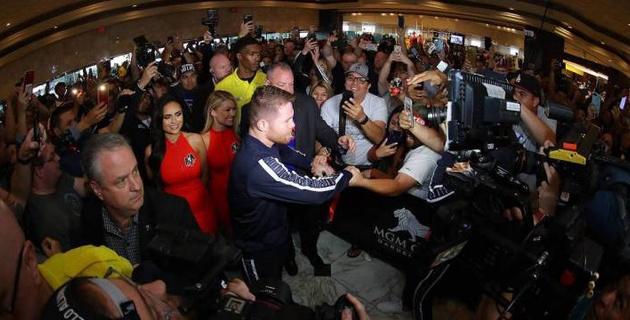 Альварес и Джейкобс прибыли в Лас-Вегас на объединительный бой