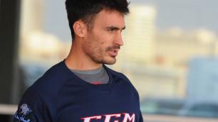 Капитан сборной Казахстана показал разбитый клюшкой глаз после досрочного выхода в элиту ЧМ