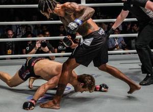 """""""Восемь переломов и девять часов операции"""". Экс-бойца UFC нокаутировали за 29 секунд"""
