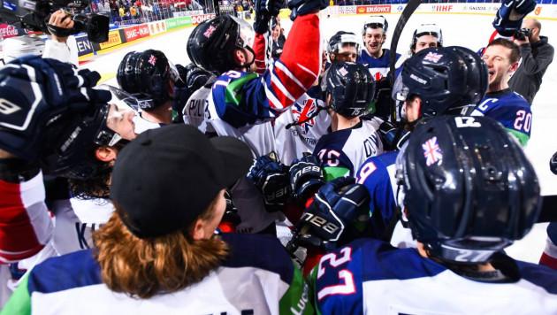 """""""Мы дерьмо и знаем это"""". Британские хоккеисты отпраздновали спасение в """"элите"""" после камбэка с 0:3"""