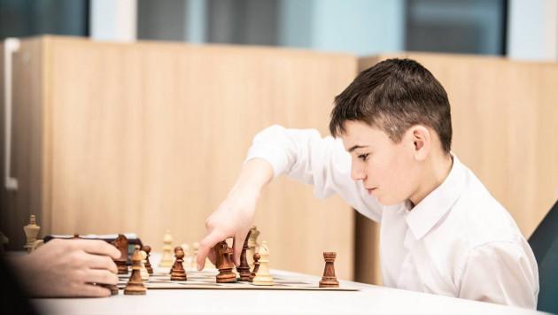 """Почти в ста школах Казахстана будут обучать предмету """"шахматы"""""""