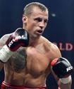 Бой за титул WBO с ударом локтем и нокаутом в третьем раунде определил финалиста WBSS