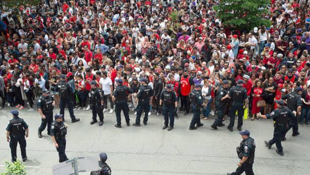 """Четыре человека пострадали при стрельбе на чемпионском параде клуба НБА """"Торонто"""""""