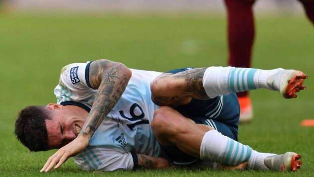 Голубь отнял мяч у партнера Месси во время матча и прервал атаку