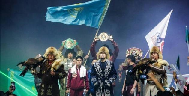 """Казахстанец с восемью нокаутами вместо спарринг-партнера """"Канело"""" сразится с Рокки в титульном бою"""