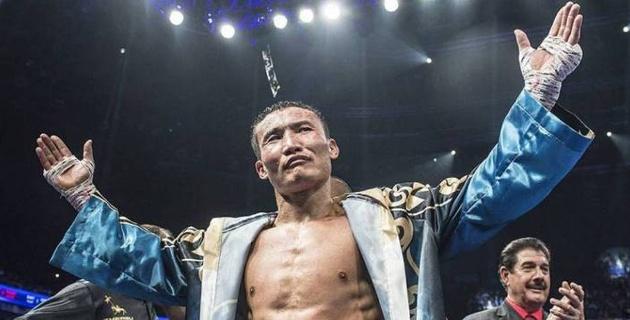 Небитый казахстанец с тремя титулами высказался о возвращении Каната Ислама после длительного простоя