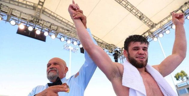 """Казахстанец Мадиев улучшил позицию в мировом рейтинге после первого боя с промоутерами """"Канело"""""""