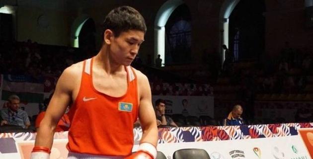 Казахстанец проиграл боксеру из Узбекистана на Кубке Президента РК