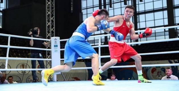 Проиграл узбеку. Казахстан понес первую потерю на Кубке Президента по боксу