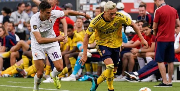 """Неизвестные с ножами напали на Озила и еще одного футболиста """"Арсенала"""" в Лондоне"""