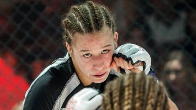 Девушка-боец из Казахстана прошла взвешивание перед боем за контракт с UFC
