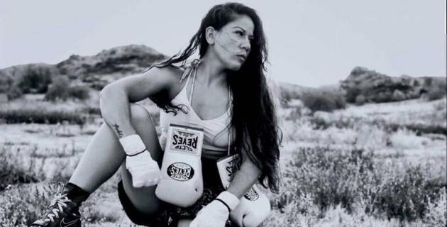 """""""Хотела оставить его себе, но охрана..."""". Мексиканская боксерша оказалась фанаткой Головкина"""