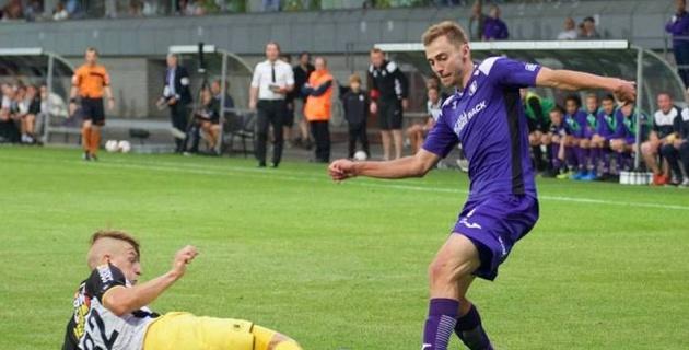 Лучший вратарь мира посетил дебютный матч казахстанца за бельгийский клуб