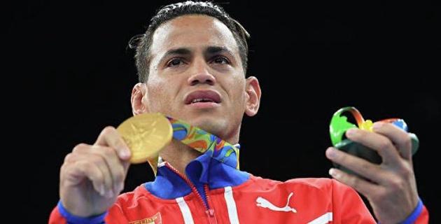 Двукратный олимпийский чемпион сенсационно проиграл дебютный бой в профи