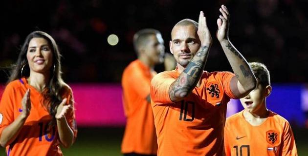 Рекордсмен сборной Голландии объявил о завершении карьеры игрока