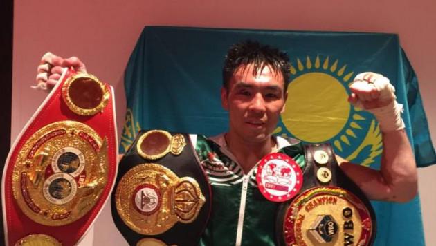 Непобежденный казахстанец нанес первое поражение австралийскому боксеру и объединил титулы от WBA, WBO и IBF