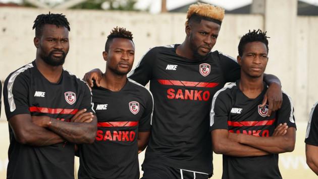 Новый клуб Твумаси был разгромлен в первом туре и опустился на последнее место в таблице