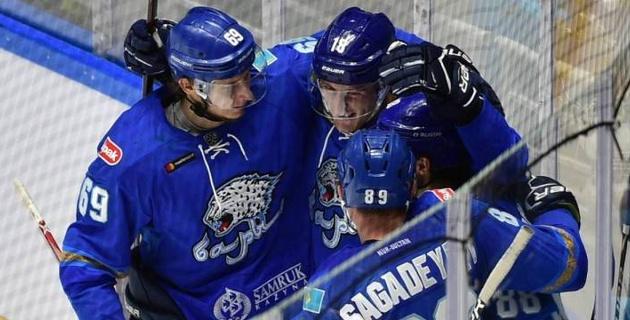 """Как хоккеисты """"Барыса"""" праздновали первую победу в новом сезоне КХЛ"""