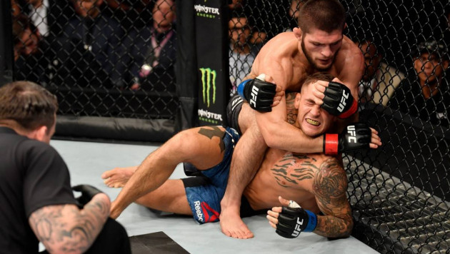 Хабиб Нурмагомедов задушил Дастина Порье и защитил титул чемпиона UFC