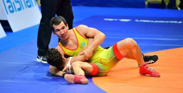 Два казахстанских борца вышли в полуфинал в первый день ЧМ-2019 в Нур-Султане