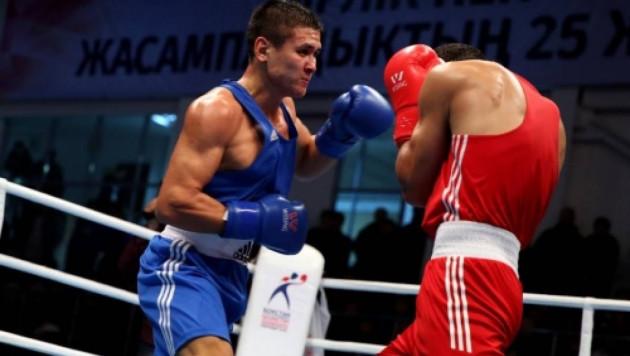 Казахстанский боксер Кулахмет отправил соперника в нокдаун и стартовал с победы на ЧМ-2019