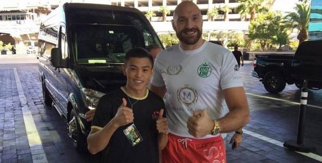 Прямая трансляция боя Тайсона Фьюри и непобежденного казахстанского боксера Искандера Харсана