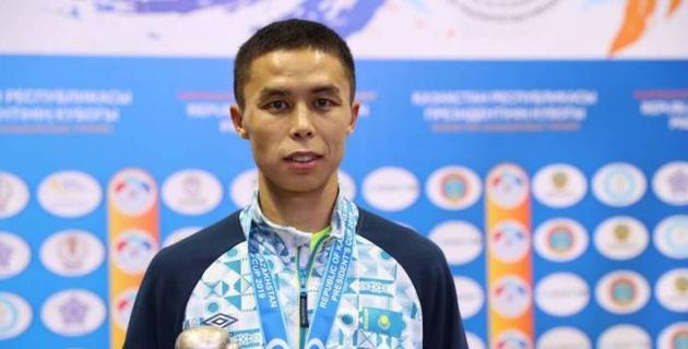 Казахстанский боксер победил серебряного призера Олимпиады на ЧМ-2019