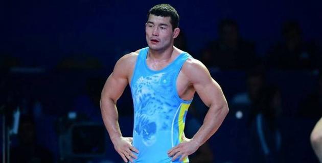 Казахстанец с сенсационной победой над олимпийским чемпионом завершил ЧМ поражением от узбекского борца