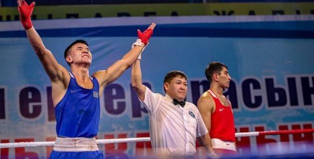 Абылайхан Жусупов пятым из сборной Казахстана вышел в 1/4 финала ЧМ-2019 по боксу