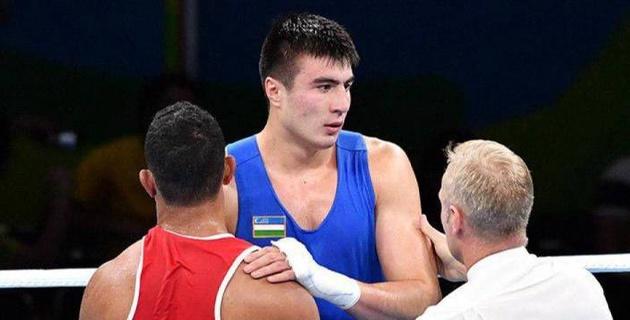 Узбекский боксер из веса капитана сборной Казахстана отправил американца в тяжелый нокаут и на носилки