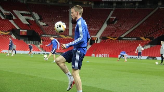 """Футболисты """"Астаны"""" опробовали газон стадиона """"Олд Траффорд"""" перед встречей с """"Манчестер Юнайтед"""""""