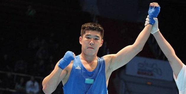 """Токаев поздравил казахстанского боксера с """"золотом"""" ЧМ и пожелал удачи на Олимпиаде в Токио"""