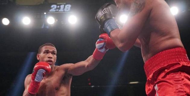 Американский боксер нокаутировал небитого соперника в андеркарте Головкин - Деревянченко