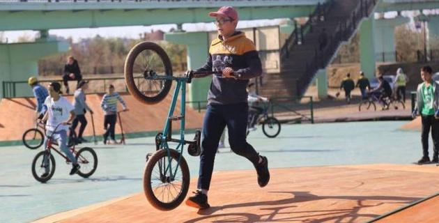 В Атырау открыли многофункциональную площадку для уличных видов спорта