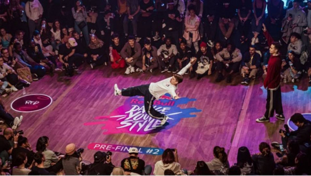 Казахстанец вошел в ТОП-16 финалистов мирового танцевального чемпионата