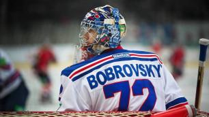 Вратарь сборной России без клюшки сделал несколько блестящих сейвов в матче НХЛ